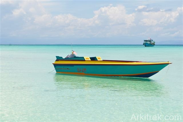 Beautiful Mantanani; boat at anchor